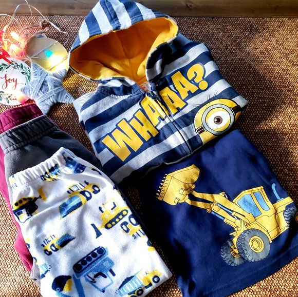 6223e94f2c09ab Despicable Me Other - GUC Minions Sweater Pajamas Pants Boys Bundle 4T